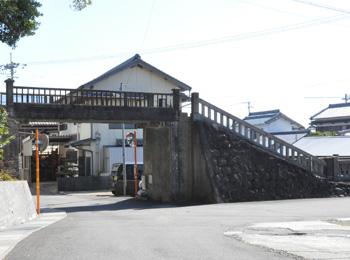 八幡山跨線橋